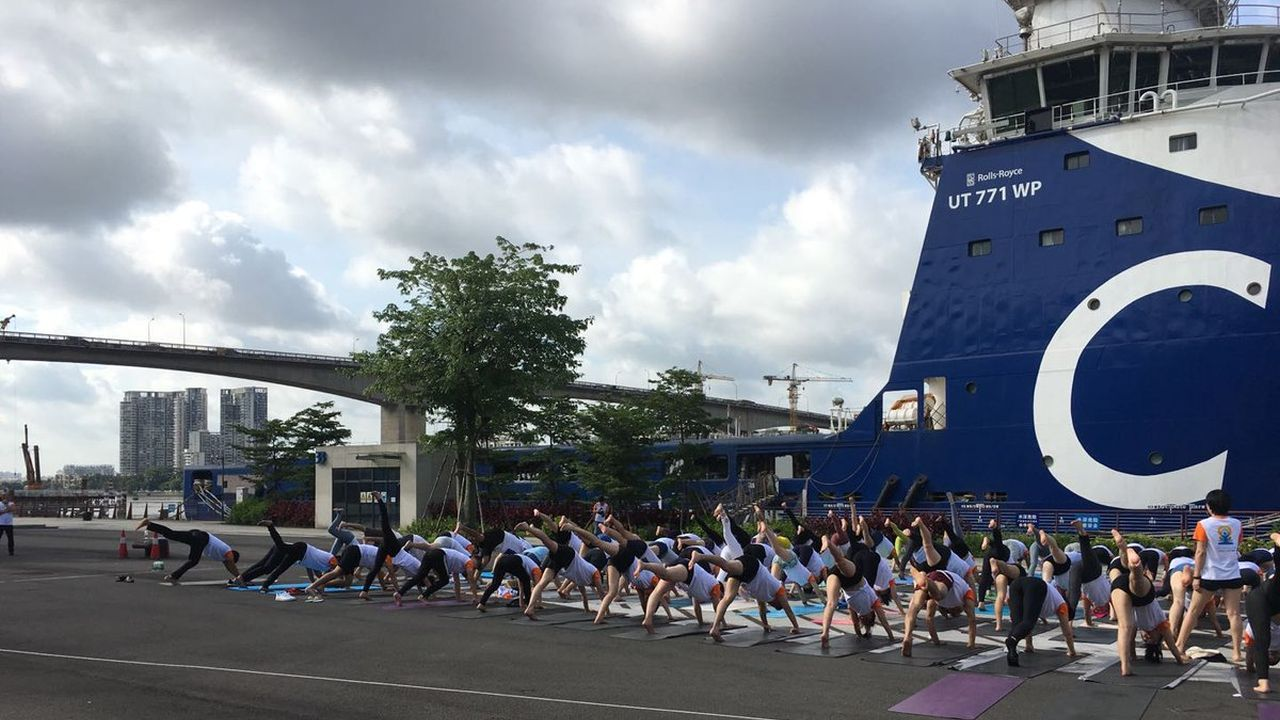 People perform yoga during the fifth International Yoga Day in Guangzhou, China. (Image: Twitter/@cgiguangzhou)