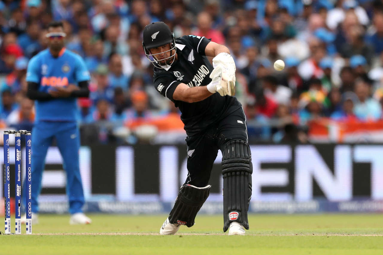Colin de Grandhomme hit 16 off 10 before Bhuvneshwar Kumar forced a nick from him which was safely pouched by MS Dhoni behind the wickets. New Zealand were 200/5. (Image: Reuters)