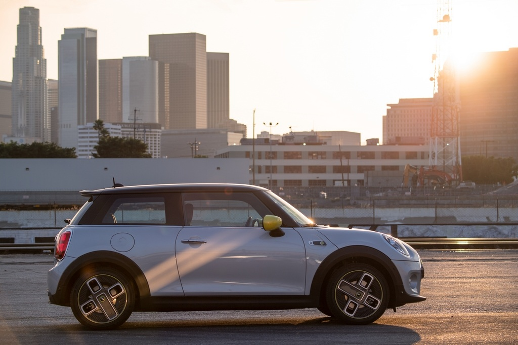 The car is equipped with 4-spoke alloy wheels, full-LED headlamps and LED tail lamps. The tail lamps also have the Mini British flag insignia. (Image: BMW media center)
