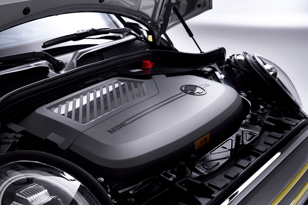 The SE is based on the standard three-door Cooper S and borrows its electric motor from the BMW i3S. It makes 184PS of maximum power and 270Nm of peak torque. This gives the car a 0-100kmph time of 7.3 seconds, with a top speed of 150kmph. (Image: BMW media center)