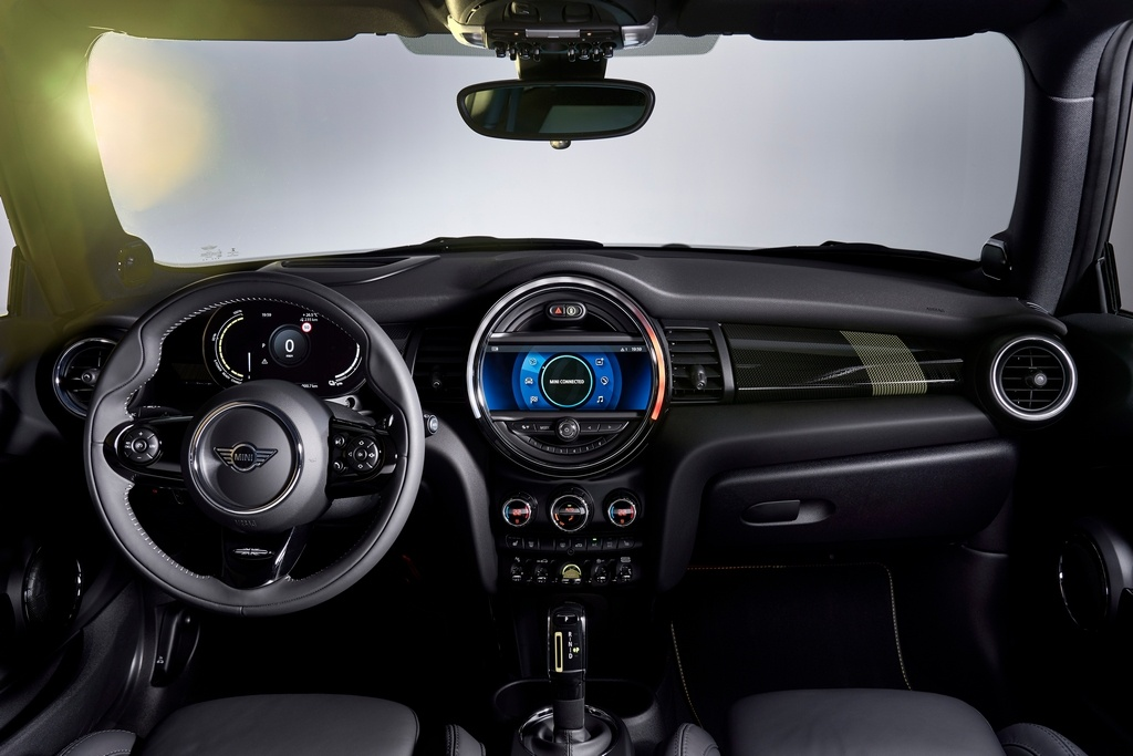 Mini has replaced the analogue instrument cluster in the car with a 5.5-inch coloured digital display. It also gets a 6.5-inch infotainment system which can be upgraded to an 8.8-inch unit. It shows real time traffic information and supports the MINI Connected App. (Image: BMW media center)