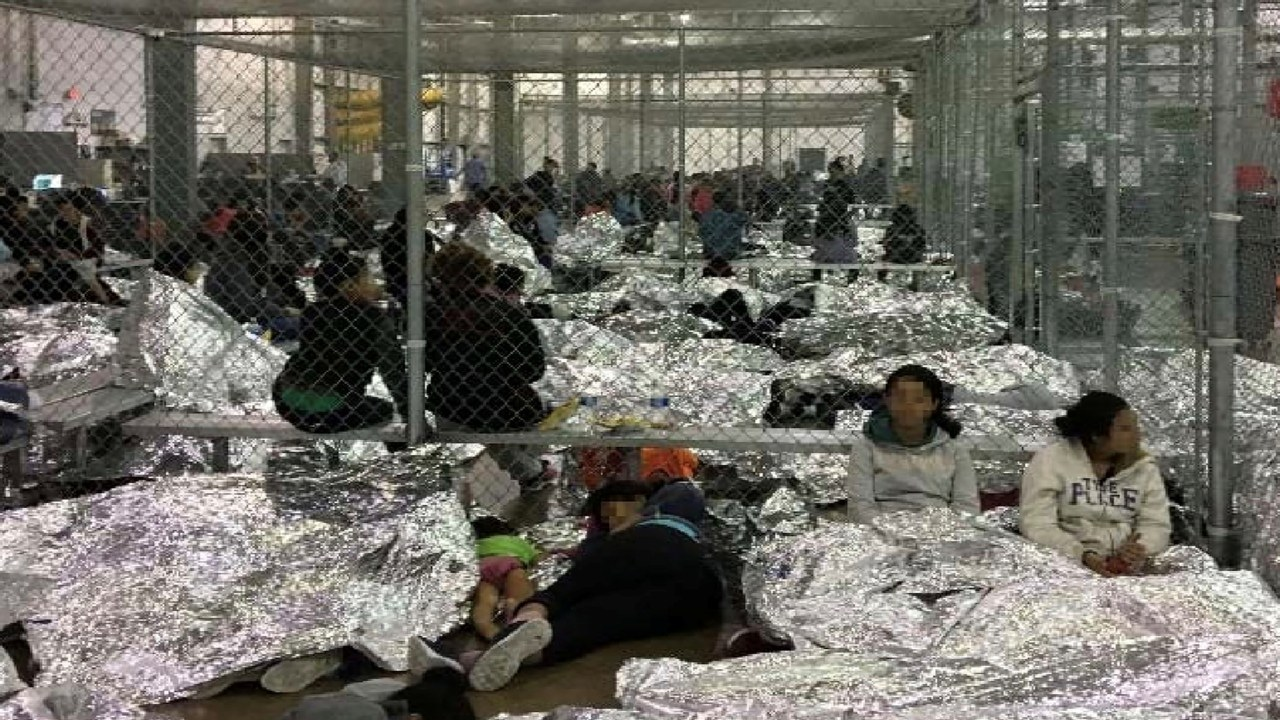 A federal judge in Seattle on Tuesday blocked a Trump administration policy that would have kept thousands of asylum seekers in custody while they pursued their cases. Seen here is an overcrowded fenced area holding families at a Border Patrol Centralized Processing Center. (Image: Reuters)