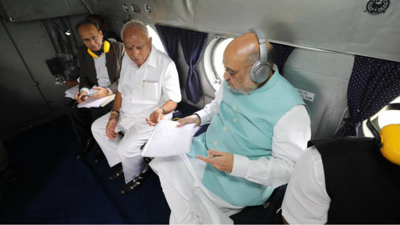 Union Home Minister Amit Shah undertakes aerial survey to review the flood situation in Belagavi district, Karnataka and Sangli and Kolhapur districts of Maharashtra. (Image: Twitter/@PIBHomeAffairs)