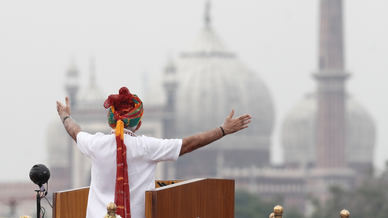 PM Narendra Modi addresses the nation during Independence Day celebrations at the historic Red Fort in Delhi. (Image: Reuters)