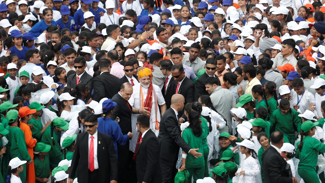 PM Modi meets schoolchildren at the Red Ford, after his Independence Day address. (Image: Reuters)