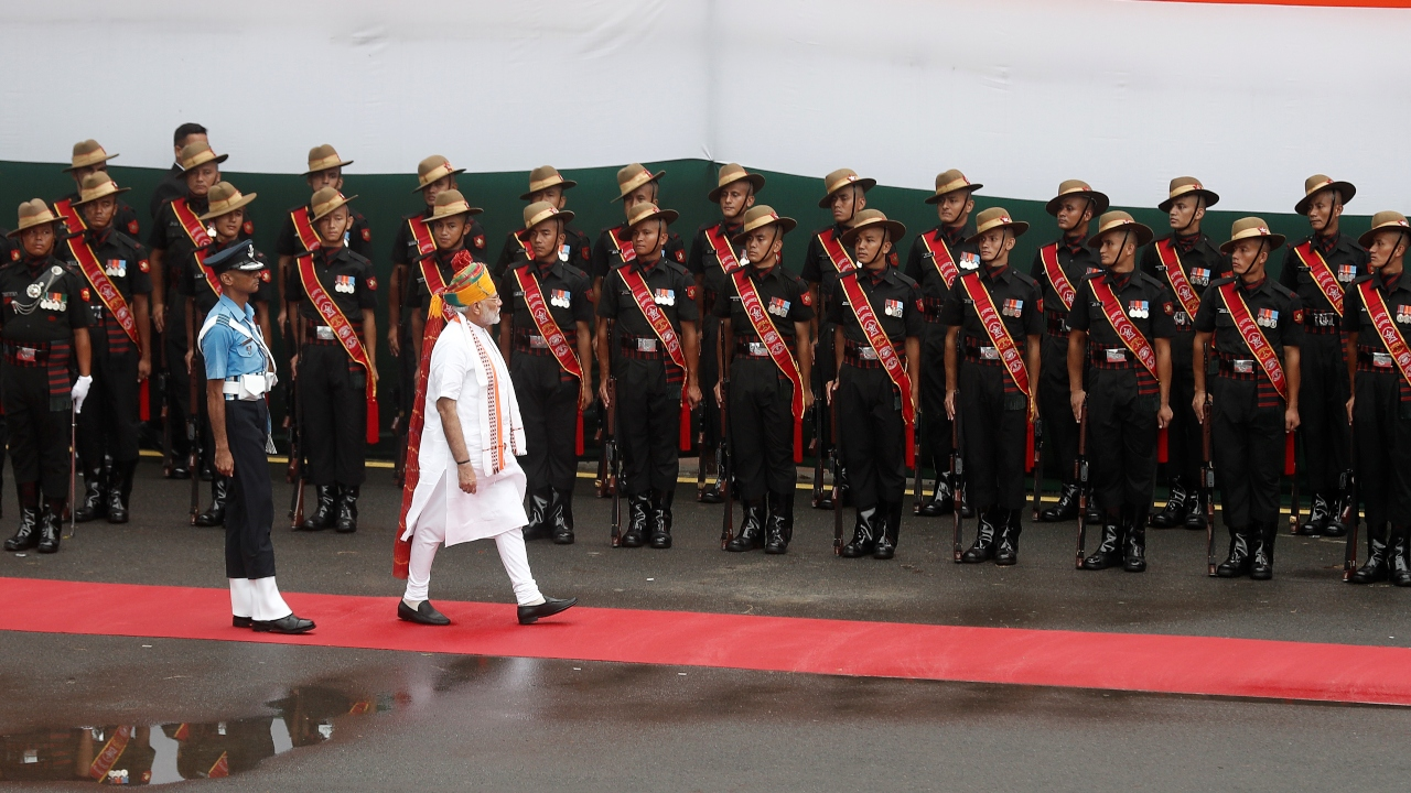 PM Modi inspects the honour guard during the Independence Day celebrations. (Image: Reuters)