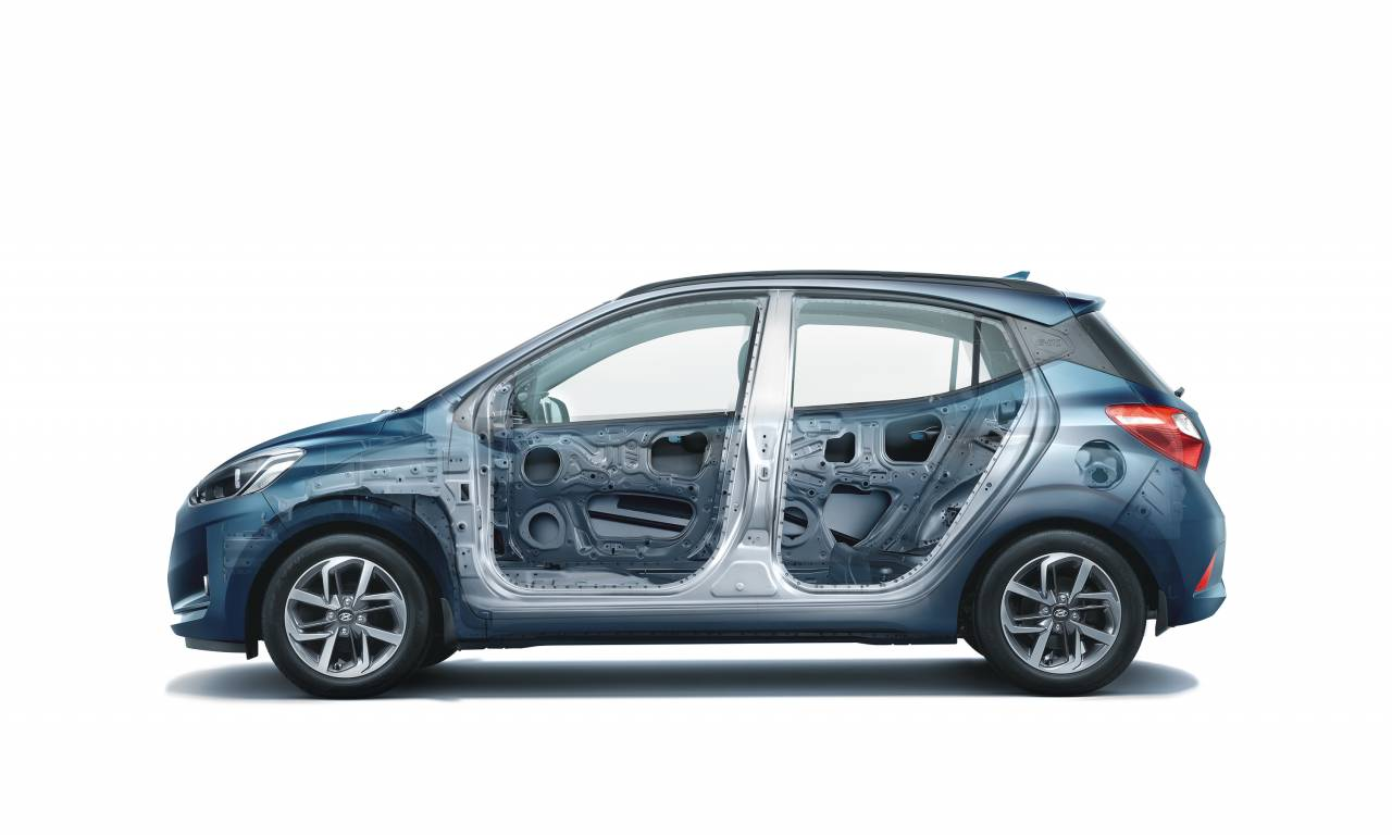 The Nios gets ABS ad EBD as standard, dual front airbags, rear parking sensors, impact seeing auto door lock, driver rear-view monitor ad emergency stop signal. (Image: Hyundai)