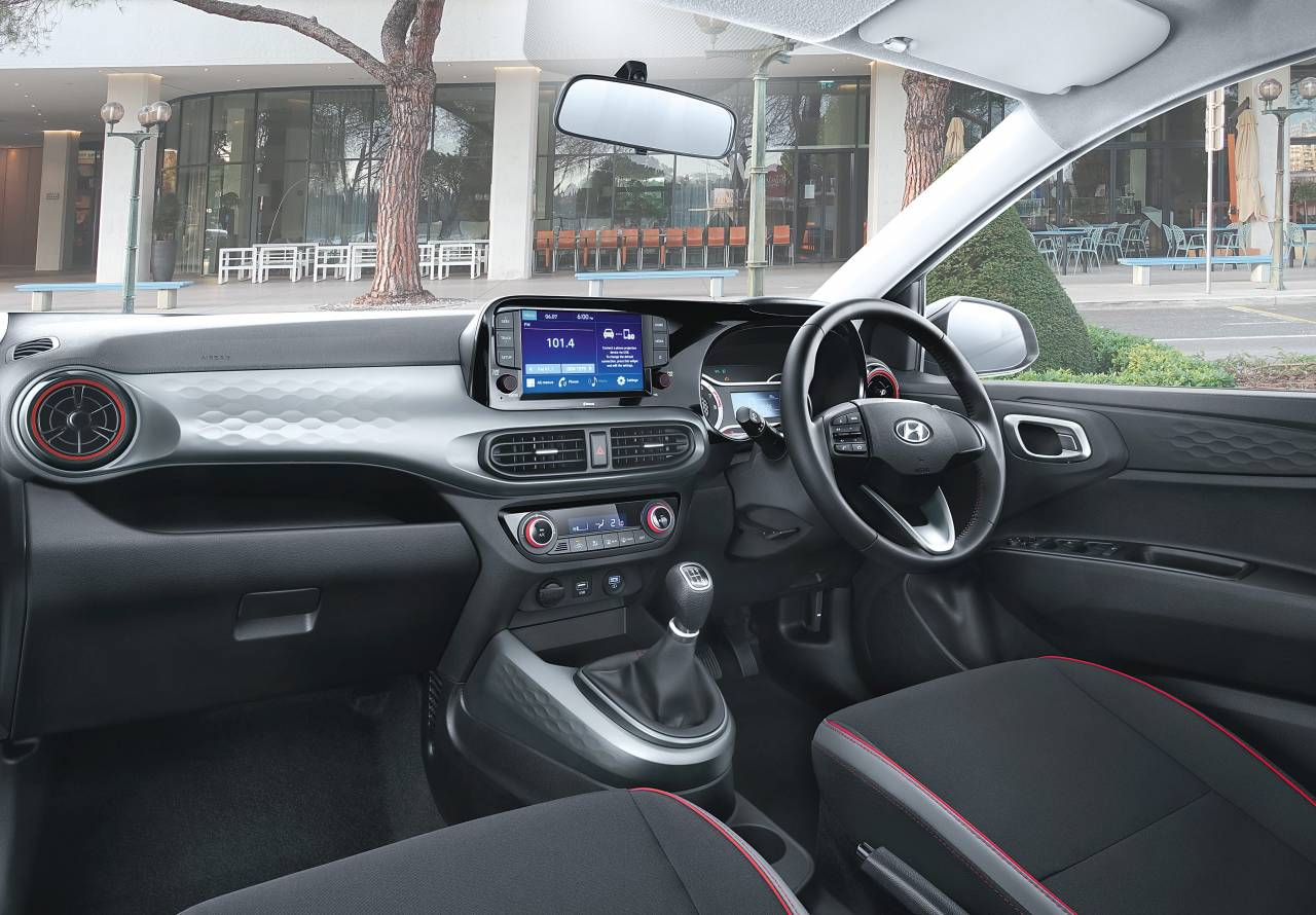 The Nios gets a 20.25 cm touch screen infotainment system, a 13.46cm digital speedometer & cluster display & Arkamys Sound System. Besides there is fully automatic AC, wireless phone charger, USB charger ad rear power outlets (Image: Hyundai)