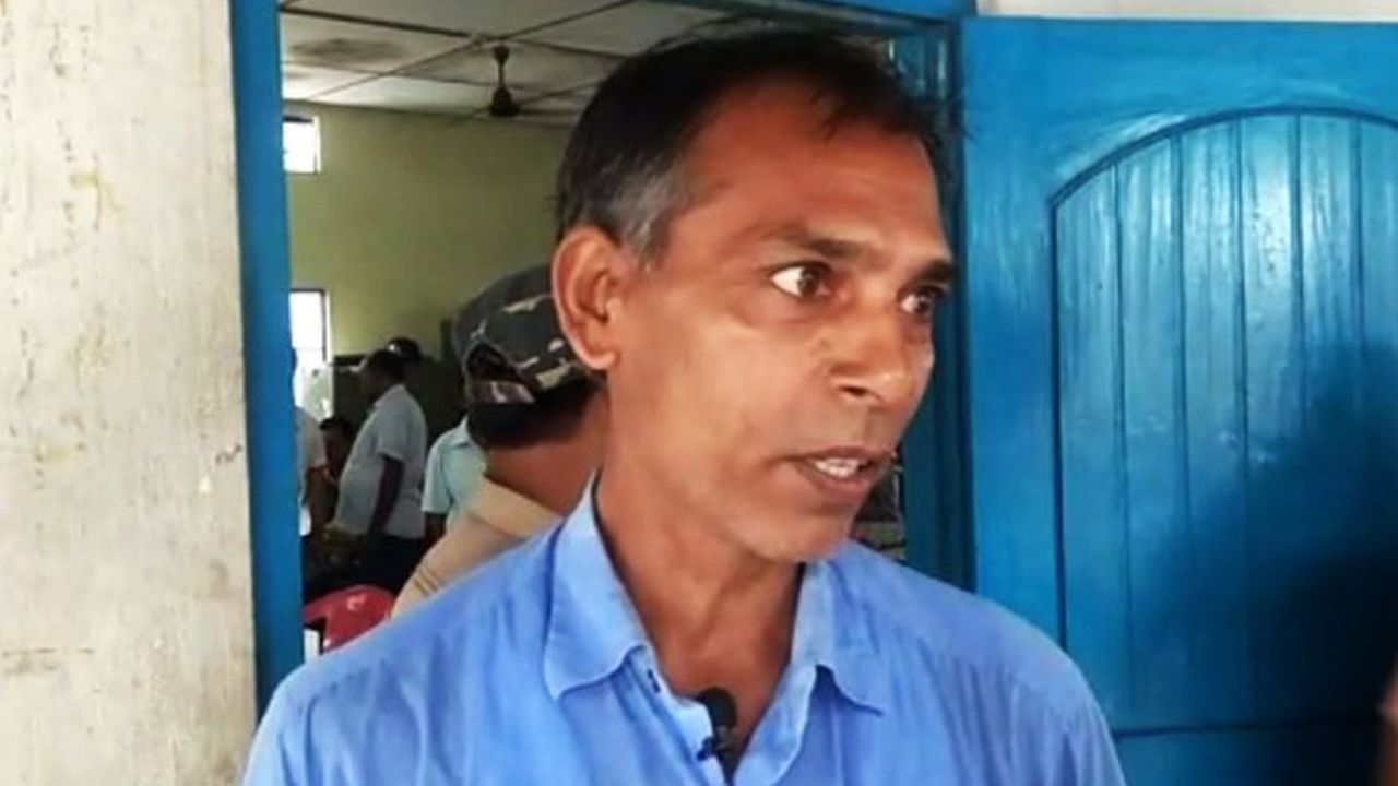 Mahesh Yadav, a teacher in Bongaigaon district, says he is satisfied with the final NRC list. He re-applied to include his four family members. All are included in the final list. (Image: Twitter/@airnewsalerts)