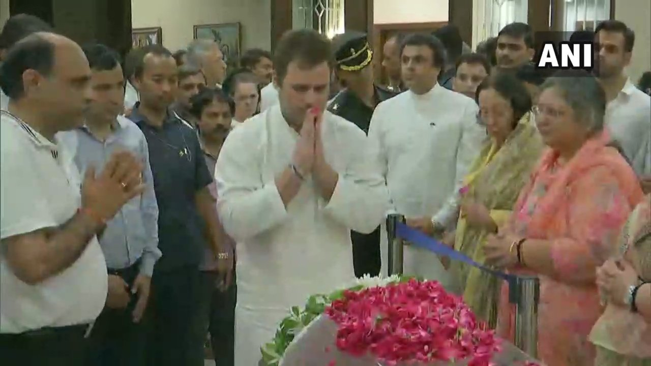 Rahul Gandhi pays his respects to former finance minister Arun Jaitley (Image: ANI)