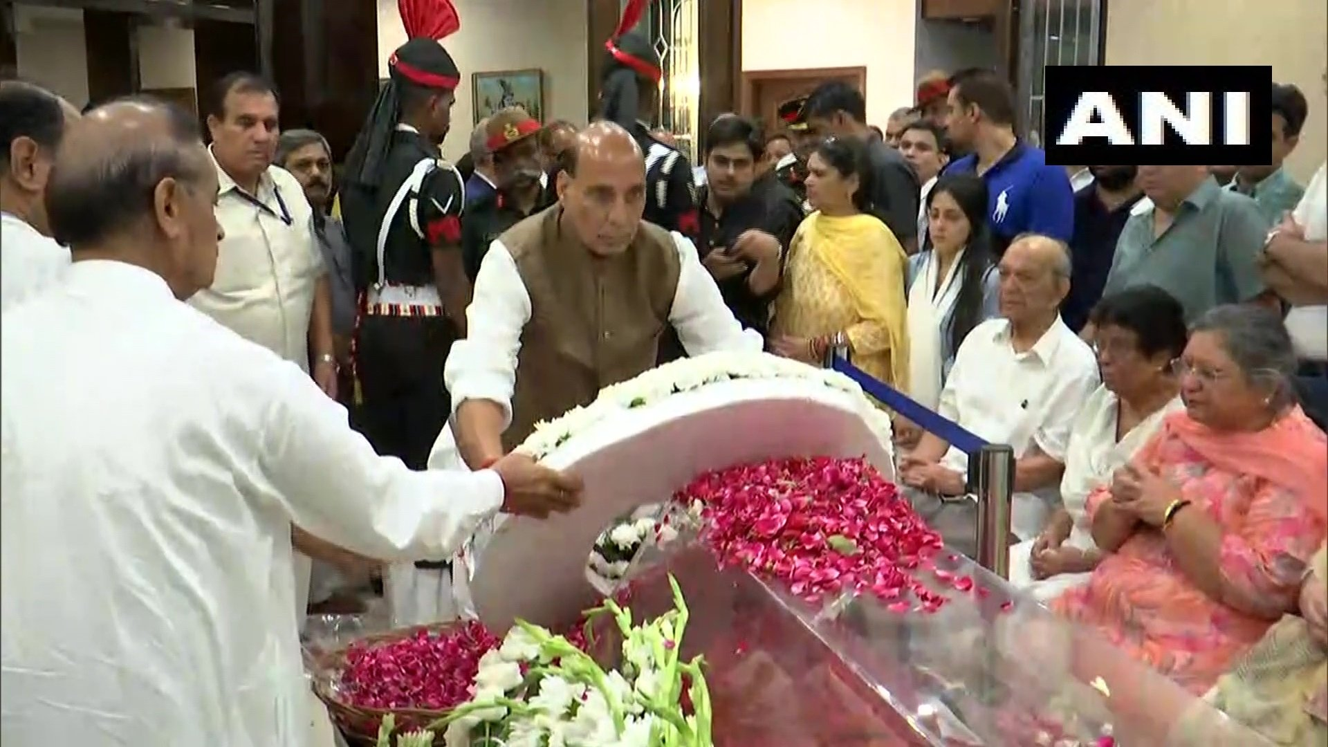 Defence Minister Rajnath Singh lays a wreath in tribute to former finance minister Arun Jaitley on behalf of himself and Prime Minister Narendra Modi (Image: ANI)