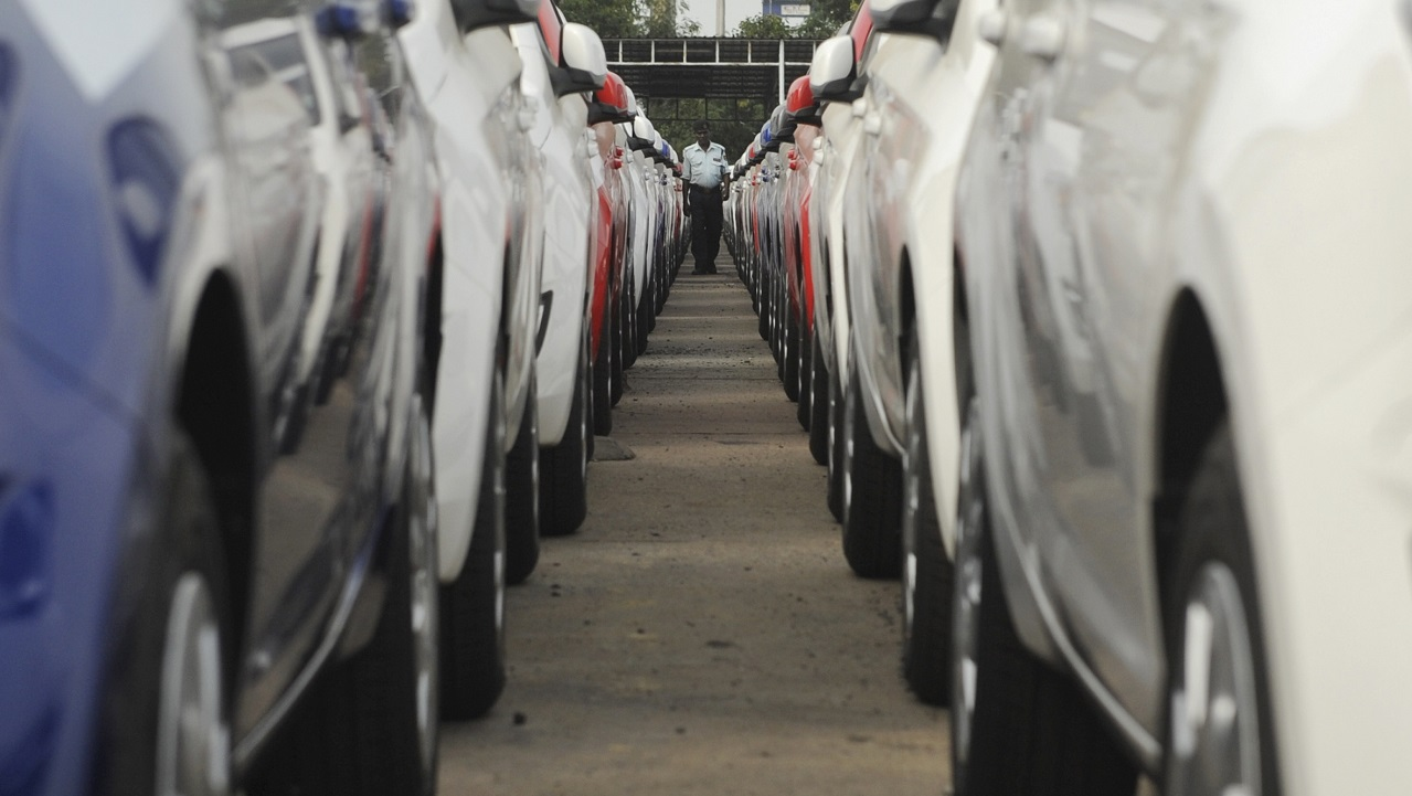 As we head into the festive season, vehicle manufacturers have started their discount/benefit schemes to boost sales. Due to economic slowdown and the decreasing auto sales number, there are steeper discounts on offer.
