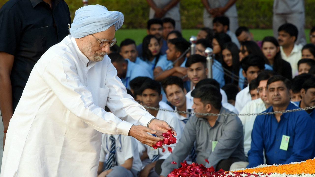 Former prime minister Manmohan Singh pays homage to Mahatma Gandhi on the occasion of his 150th birth anniversary at Rajghat in New Delhi (Image: PTI)