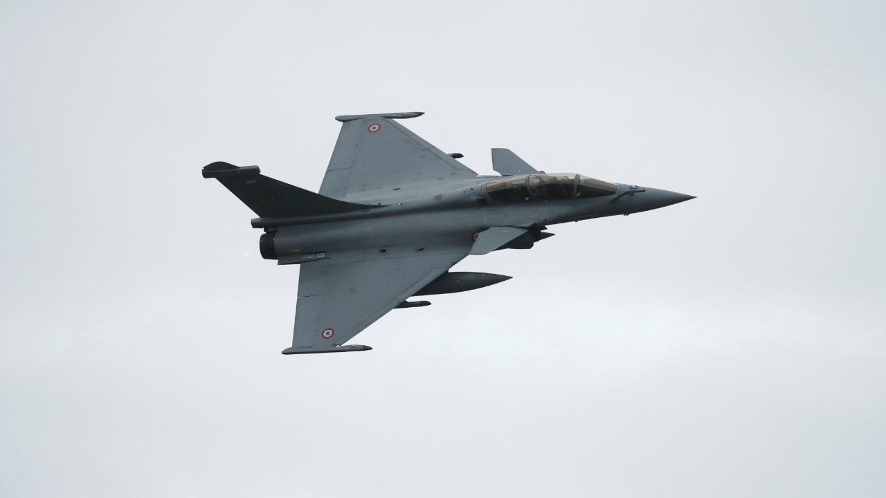 According to a The Economic Times report, the deal keeps into consideration the IAF's specifications, including the ability to take off from high altitude air bases on a 'cold start'. (Image: Reuters/Representative image)