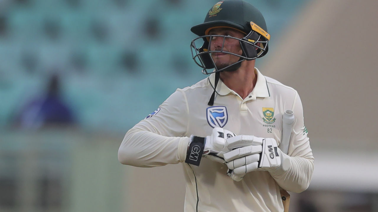 de Kock's innings came to an end when he was clean bowled by Ashwin. The South African keeper made 111 off 163 ball hitting 16 boundaries and 2 sixes. With de Kock's wicket Ashwin completed his five-fer for the innings. Keshav Maharaj and Senuran Muthusamy then safely negotiated the remaining overs and took South Africa to 385/8 at Stumps. (Image: AP)