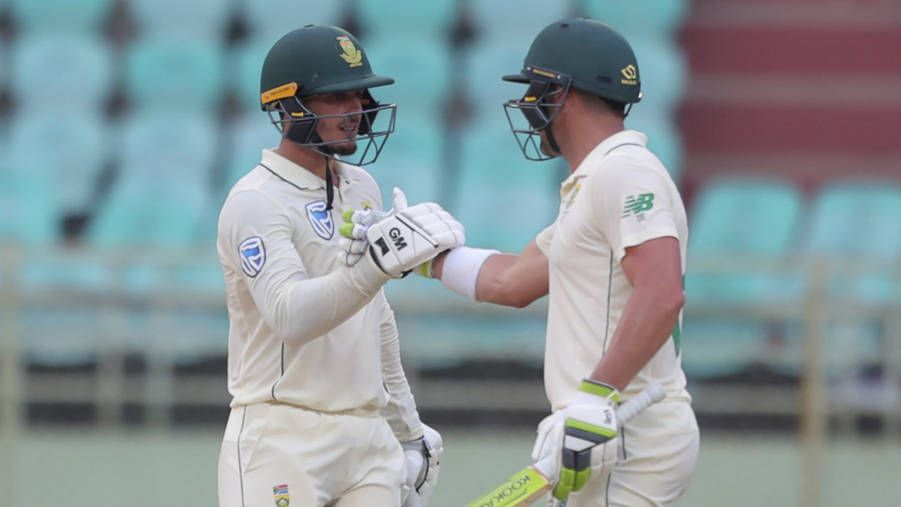 Elgar found good support from Quinton de Kock as together they frustrated the Indian bowlers while also adding quick runs to the South African total. (Image: AP)