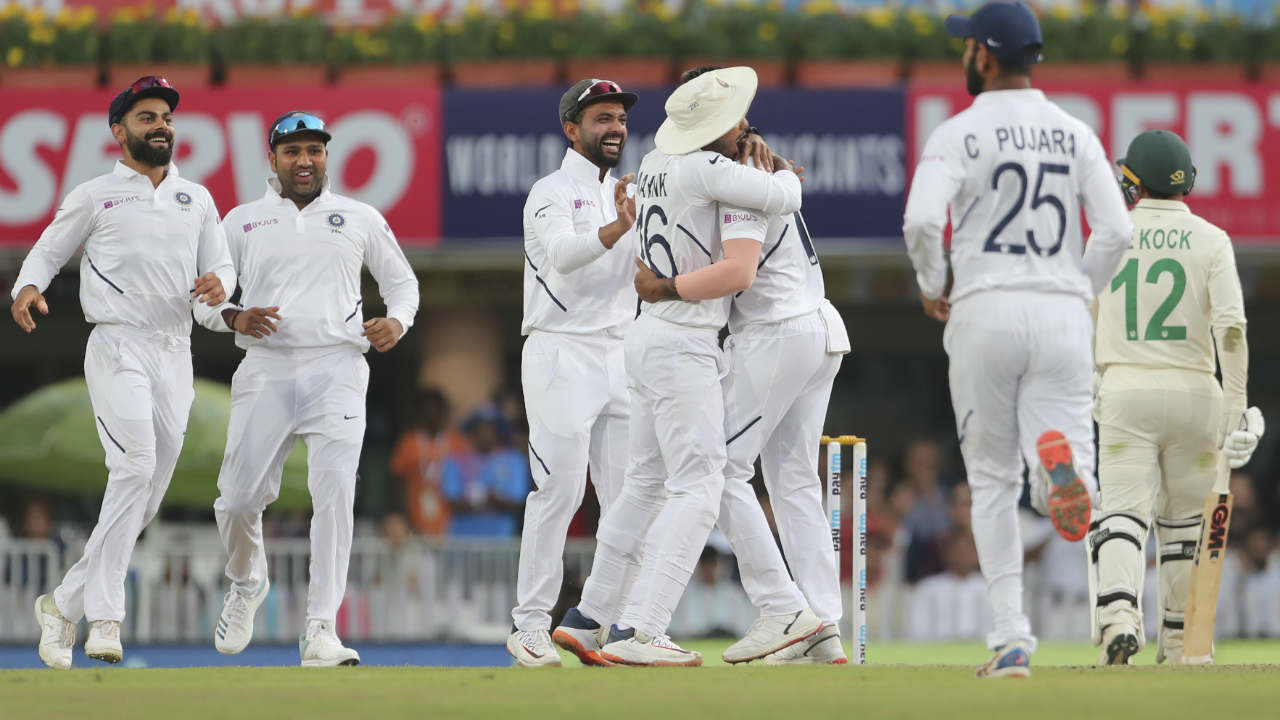 South Africa had poor start to their innings as Mohammed Shami and Umesh Yadav picked the wickets of Dean Elgar and Quinton de Kock in quick succession. South Africa were reeling at 8/2. (Image: AP)