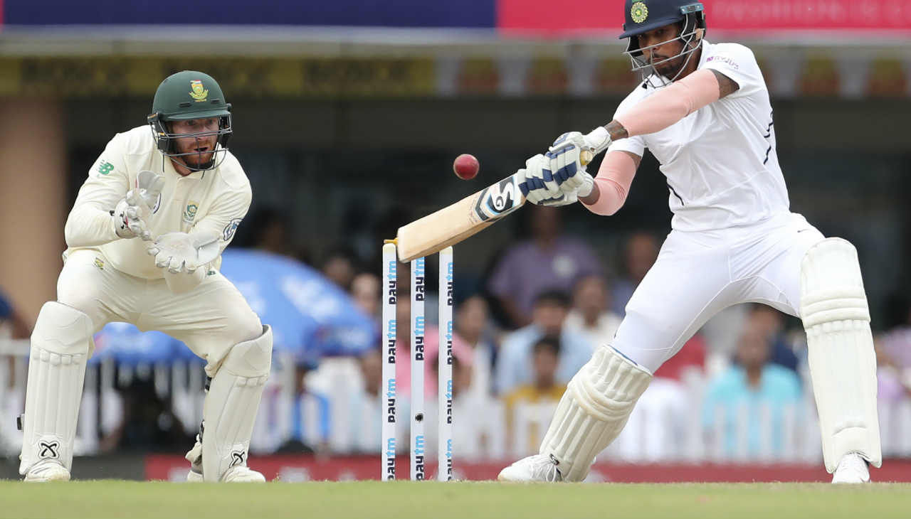 Indian pacer Umesh Yadav played a blistering knock of 31 from 10 deliveries in which he smashed 5 sixes. Yadav was eventually out while attempting another big shot against Linde and keeper Klaasen took the catch. Kohli declared the Indian innings on 497/9. (Image: AP)