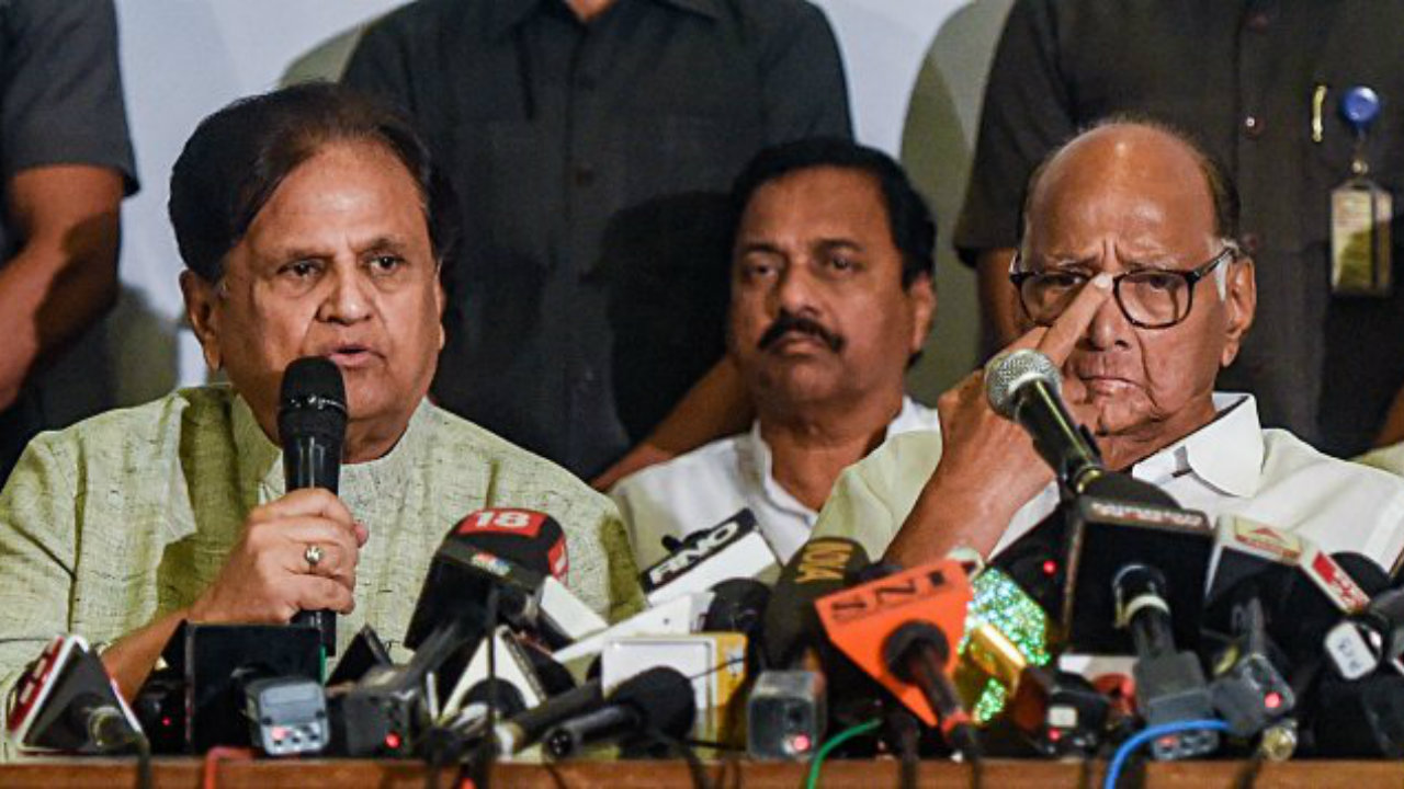 Ahmed Patel and Sharad Pawar during the joint Congress-NCP press conference in Mumbai. (Image: PTI)