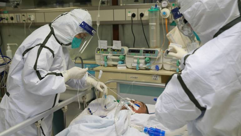 WHO team visits hospitals in China coronavirus - hit Wuhan : Death toll reaches 2 , 592
