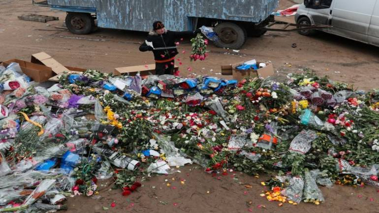 Coronavirus forces Russian florists to destroy millions of roses ...